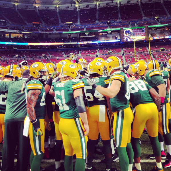 The full Packers team gathers before the game