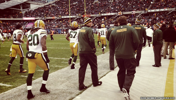Packers players head back into the locker room for the last time before kickoff