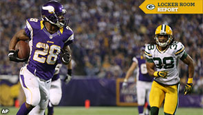 Minnesota Vikings RB Adrian Peterson out runs Green Bay Packers CB Tramon Williams