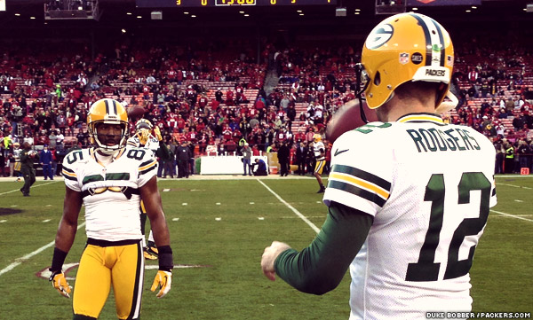 Packers WR Greg Jennings and QB Aaron Rodgers get ready before kickoff