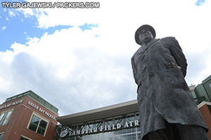 WI-Favorites-Week-8-Statue-of-Lombardi-2
