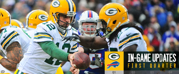 Packers RB Eddie Lacy takes a handoff from Packers QB Aaron Rodgers